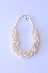 M&N_collar_bavoir_perla_blanco